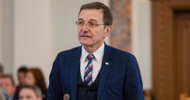Ioan Aurel Pop: Nu am văzut țară să se ducă cu pâra atât de des la forurile europene.